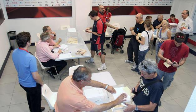 Socios de Osasuna, en las elecciones de 2012