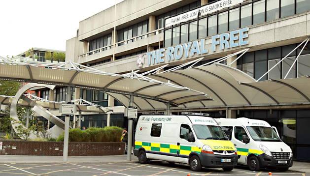 El británico contagiado con ébola en Sierra Leona ha sido ingresado en el Royal Free Hospital.