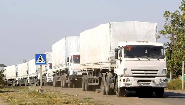 Camiones del convoy ruso saliendo de Donetsk