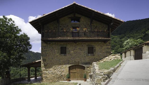 Fachada de la casa rural Casa Zaule, en la localidad navarra de Arrarats