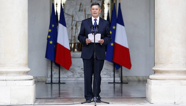 El Secretario General del palacio del Elíseo, Jean-Pierre Jouyet, anunció la nueva lista del Ejecutivo en París