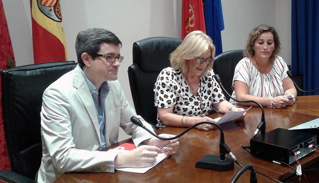 El consejero Iribas, junto a la alcaldesa Vidorreta, en el centro, y la concejala Ventura