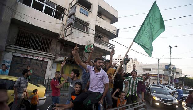 Palestinos celebran en las calles de Gaza el acuerdo alcanzado en El Cairo