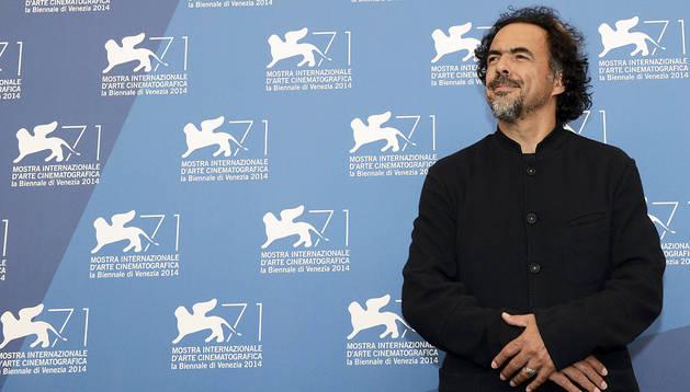 El director mexicano Alejandro González Iñárritu durante el pase fotográfico de 'Birdman'