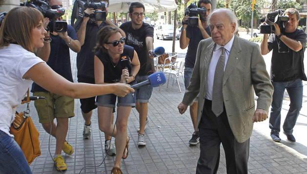 Jordi Pujol llega a su casa de Barcelona después de pasar unas vacaciones en Queralb.
