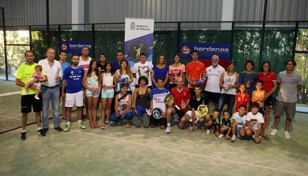 Participantes en el trofeo de padel E. S. Bardenas, 4º prueba del Circuito Diario de Navarra en la Ribera, disputado en el TC Cerro Fontellas.