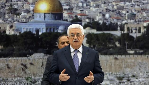El presidente palestino Mahmud Abbas, anunciando el alto el fuego