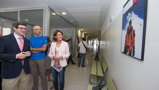 Yolanda Barcina y José Iribas en el IESO 'Iñaki Ochoa de Olza'.