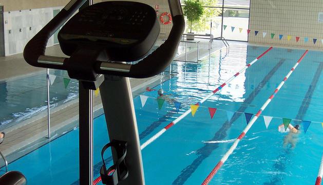 Imagen de las piscinas cubiertas del polideportivo peraltés.
