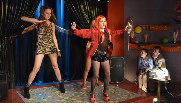 Escena de la serie 'Vive cantando', de Antena 3.