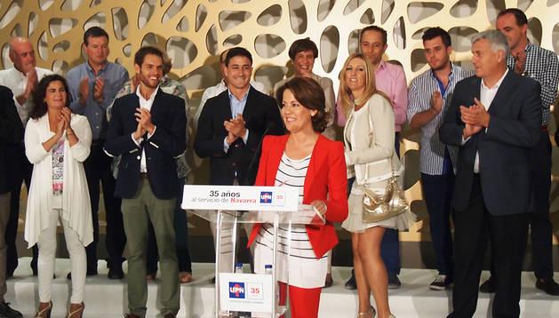 Yolanda Barcina, aplaudida durante un momento del discurso por varios de los asistentes