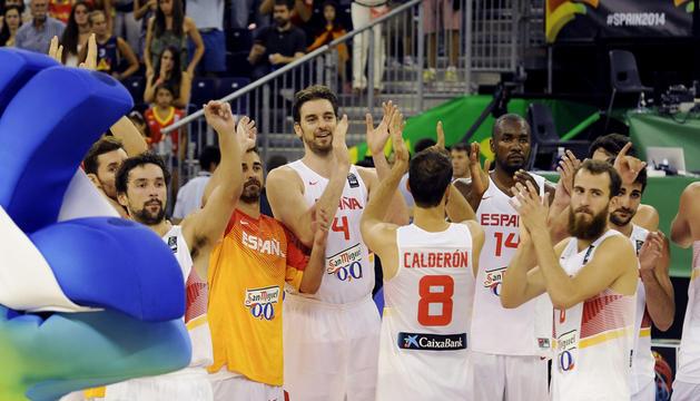 Los jugadores de España tras el partido de la segunda jornada de la Copa del Mundo de Baloncesto 2014, grupo A