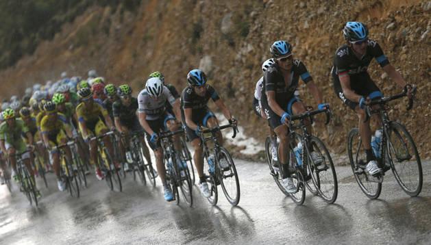 El pelotón de la Vuelta, durante la novena etapa