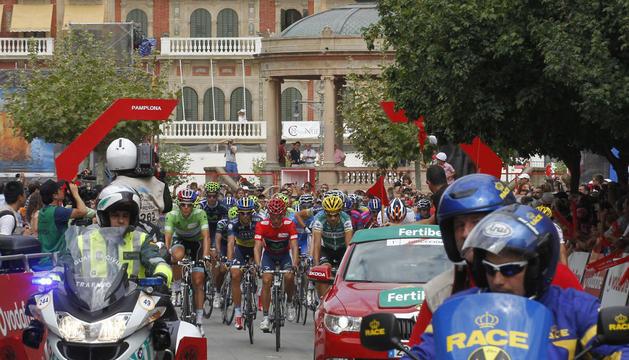Salida de la Vuelta en 2012 desde Pamplona en la segunda etapa