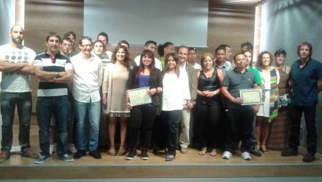 Alumnos y promotores de la Escuela Taller de Empleo de Aranguren durante la clausura.