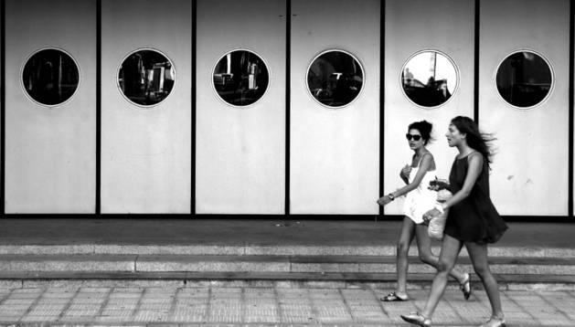 'Nautilus', la fotografía vencedora, tomada ante la puerta del teatro Gaztambide de Tudela.
