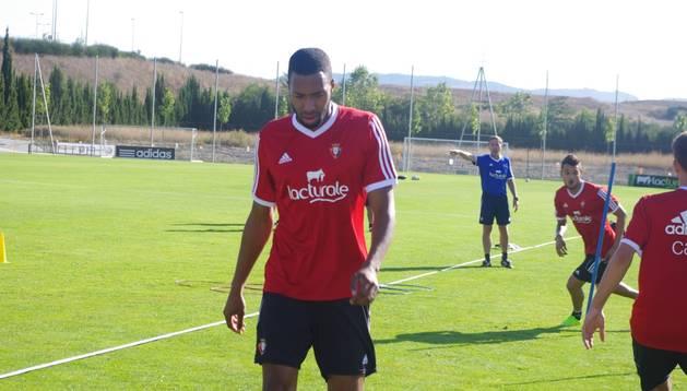 El jugador francés de Osasuna se personó este miércoles en Tajonar tras declararse en rebeldía