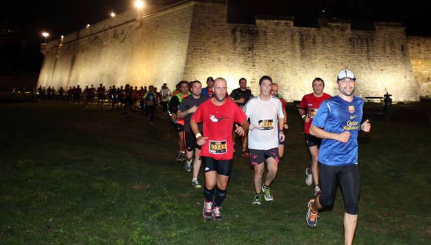 Los corredores de la I Carrera de las Murallas, en su primera edición