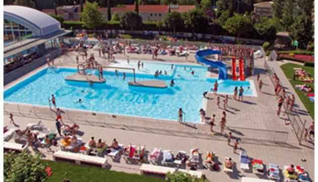 Una vista de las piscinas de Anaitasuna