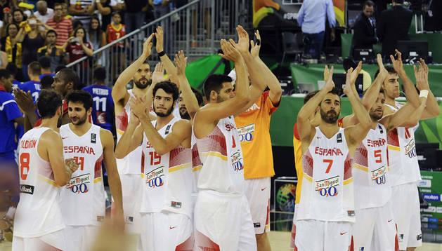 Los jugadores de la selección española al término del partido ante Francia