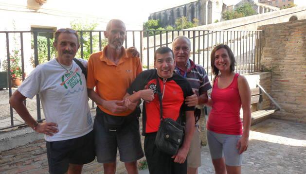 Javier Pitillas, Maxi Masip Villar y Maxi Masip Alejandro. Junto a ellos, Laura Piffer y Vito Carlomagno