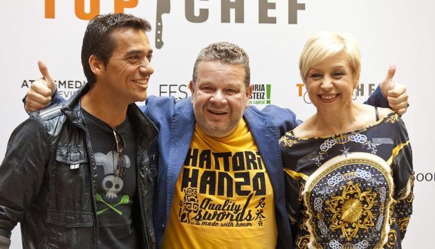 Los presentadores de Top Chef, Yayo Daporta (i), Susi Díaz, y Alberto Chicote (c).