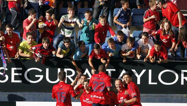 Los jugadores de Osasuna celebran el gol de Nino