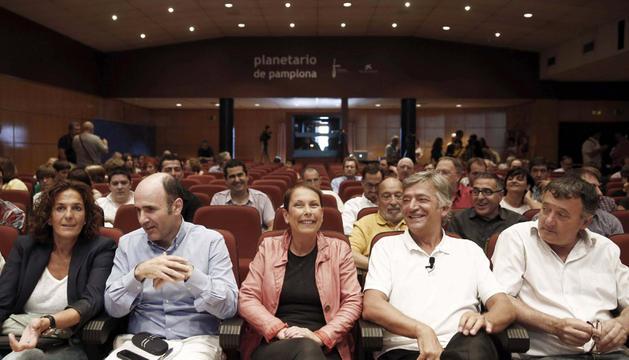 En el centro, Manu Ayerdi, Uxue Barkos y Koldo Martínez