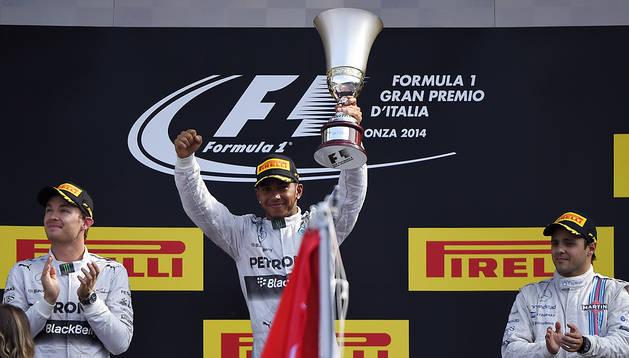 Hamilton, con Rosberg y Massa en el podio de Monza
