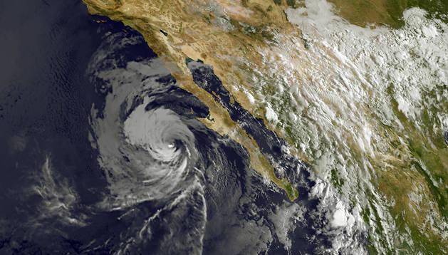 Imagen de satélite de 'Norbert' sobre Baja California