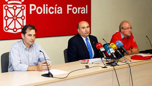 De izda a dcha: Patxi Fernández, el consejero Javier Morrás y Gerardo Goñi, ayer en rueda de prensa