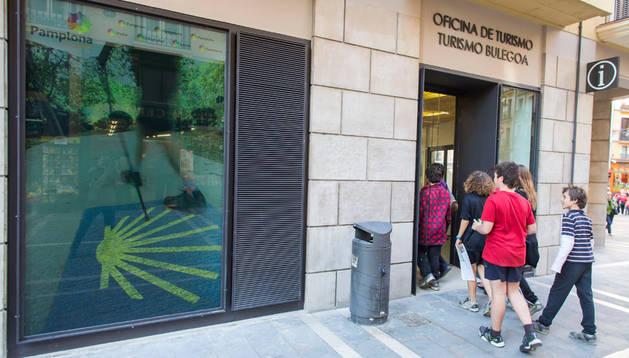 La oficina de Turismo del Ayuntamiento de Pamplona, con acceso por la calle San Saturnino.