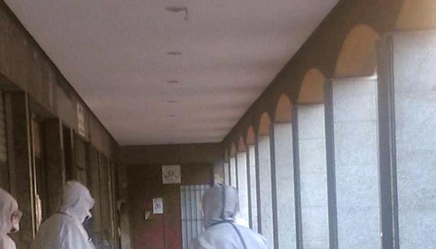 Los servicios médicos trasladaron este martes al paciente desde su domicilio en Sestao