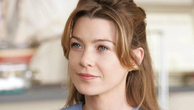 Ellen Pompeo, caracterizada como Meredith Grey, protagonista de Anatomia de Grey