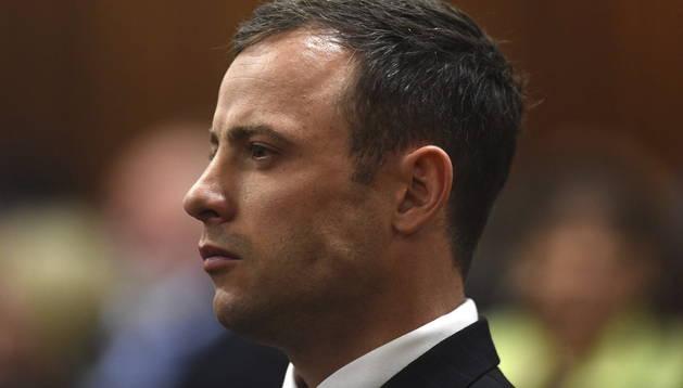 El atleta paralímpico Oscar Pistorius, en el banquillo del Tribunal Superior de Pretoria