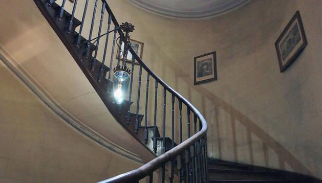 La escalera de caracol del edificio situado en el número 2 de la calle Taconera.