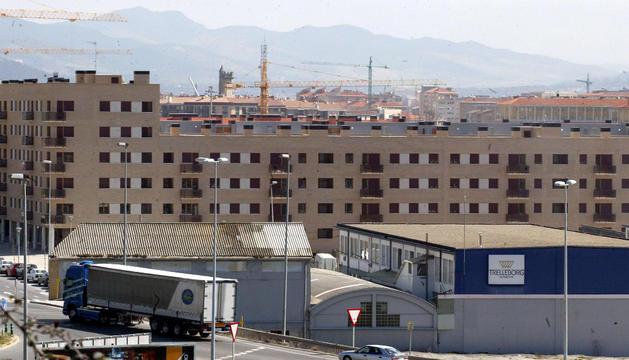 La planta de Trelleborg en Pamplona, entre el barrio de Buztintxuri y la rotonda de acceso a Landaben.
