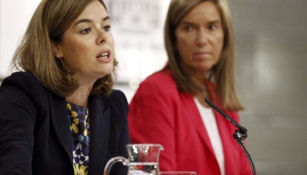 La vicepresidenta del Gobierno y la ministra de Sanidad, durante la rueda de prensa que han ofrecido tras el Consejo de Ministros