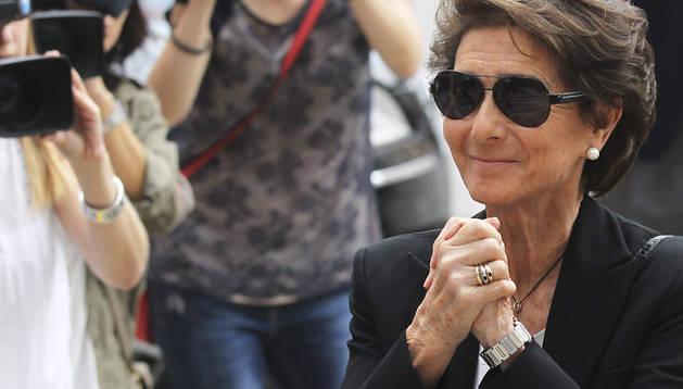 La viuda de Emilio Botín, Paloma O'Sea, agradece el cariño de la gente a su llegada al funeral por del presidente del Banco Santander, celebrado en la Catedral de Santander