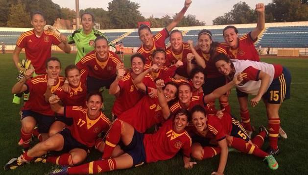Las jugadores de España celebran su pase al Mundial