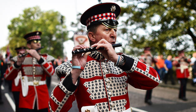 Un momento del desfile orangista en Edimburgo