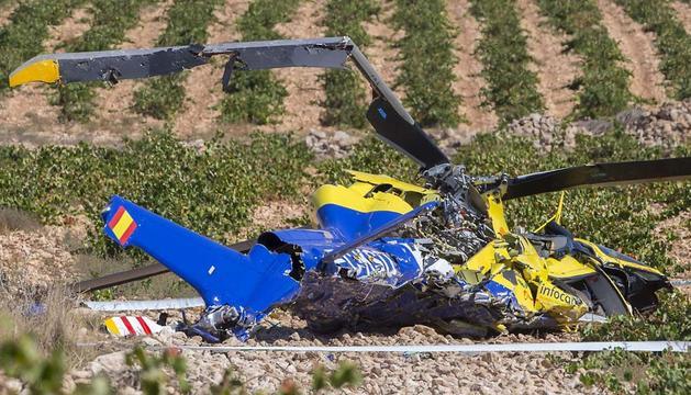 Imagen del helicóptero accidentado en el incendio de Almansa.