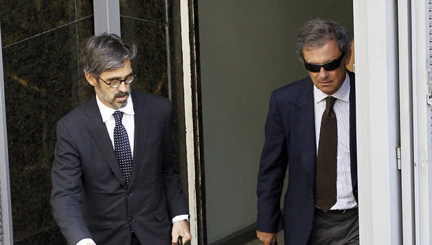 Jordi Pujol Ferrusola (dcha.) a su salida de la Audiencia Nacional