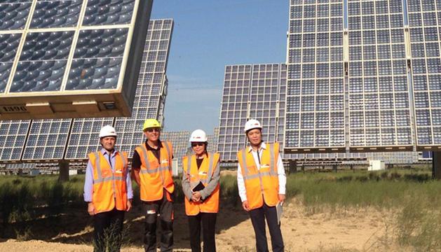 Visita de la delegación tailandesa al Parque Solar de Villafranca