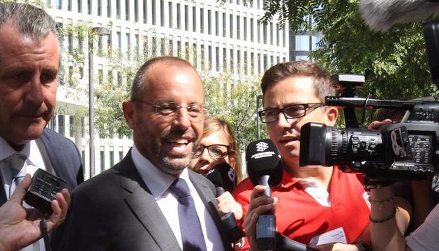 El expresidente del Barcelona Sandro Rosell,  tras declarar por la demanda interpuesta por la actual junta contra la directiva de Joan Laporta