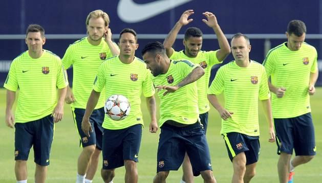Los jugadores del Barcelona, durante un entrenamiento