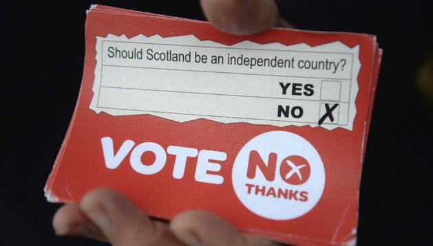 La libra sube con las previsiones favorables al 'no' en el referéndum escocés.