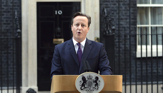 David Cameron, hablando a los medios ante Downing Street