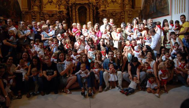 Corella reparte pañuelos para 88 niños