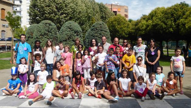 Decenas de padres e hijos reunidos en Día del Juego en Familia